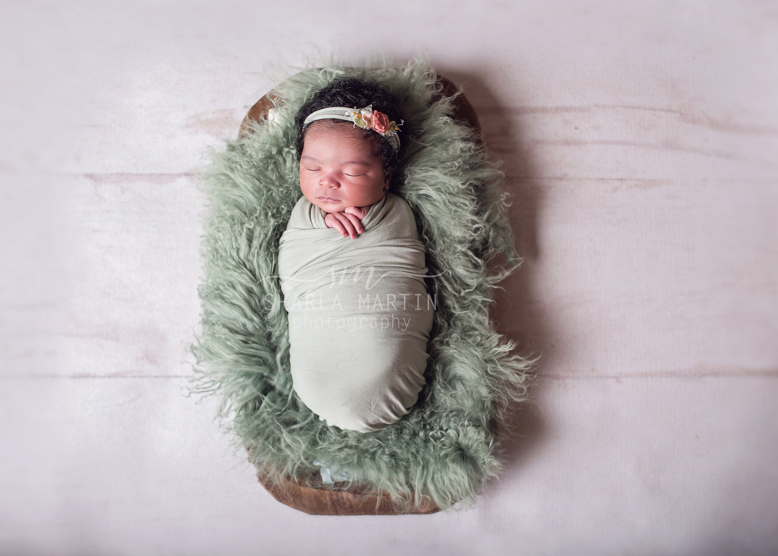 newborn photographer at home
